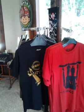 Aneka kaos khas Surabaya yang tersedia disini