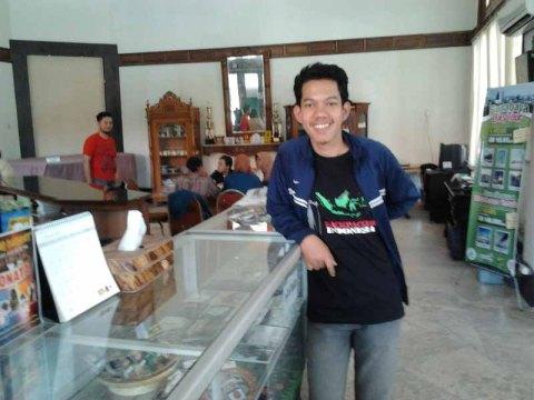 Sebelum pulang, foto-foto dulu di Tourist Information Center (TIC) Surabaya