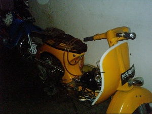 lovely yellow vespa (2)